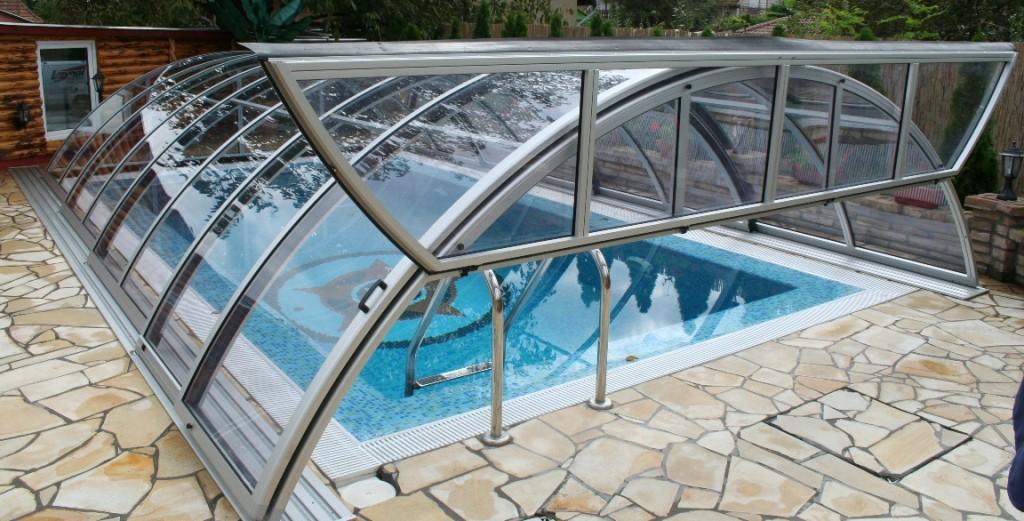 Copertura per piscina in inverno concediti un bagno tutto - Copertura vasca da bagno ...